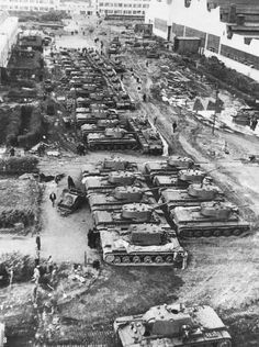 Tanks KV-1 in the courtyard of the Chelyabinsk Kirov factory,1942
