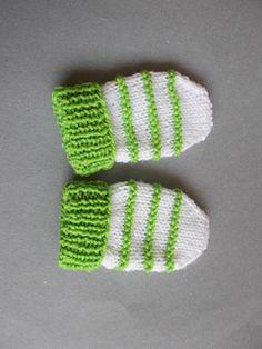 Garter Stitch Ridge Baby Mittens pattern by marianna mel