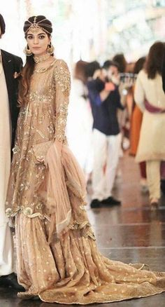 27 Ideas bridal wear pakistani mehndi walima for 2019 New Bridal Dresses, Indian Bridal Outfits, Indian Designer Outfits, Party Wear Dresses, Wedding Outfits, Pakistani Couture, Pakistani Wedding Dresses, Pakistani Outfits, Pakistani Mehndi