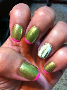What's pink, green and cracked?!? This nail art! (Loving the glittery green base!)