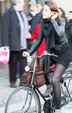 It didn't occur to me to try to hang my purse from the handlebars. Wouldn't that make handling harder?