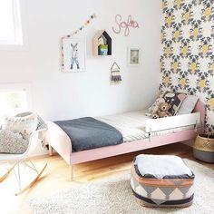 Such a sweet little girls room! (via @buk_nola - thanks again!) #pineapplewallpaper #riflepaperco #kidsdecor #