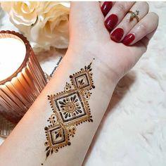 Palm Henna Designs, Mehndi Designs Front Hand, Pretty Henna Designs, Modern Henna Designs, Latest Henna Designs, Henna Tattoo Designs Simple, Finger Henna Designs, Mehndi Designs Book, Mehndi Designs For Girls