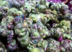 Merino y seda de saori reciclada en tonos verde... bouclé bulky yarn