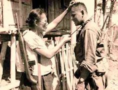 Nieves Fernandez, a school teacher-turned-Huk commander from Leyte, showing an American soldier how to kill Japanese soldiers with a bolo(Photo by Stanley Troutman courtesy ofreddit.com)