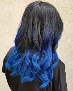 Ombre Schwarz Blau, lange Haare, schöne Locken, tolle Ideen für auffällige Damenfrisuren