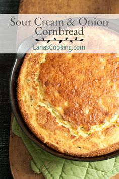 This Sour Cream and Onion Cornbread uses a boxed corn muffin mix with additions of green onions and sour cream. Great with winter soups! Sour Cream Cornbread, Cornbread With Corn, Sweet Cornbread, Jiffy Mix Recipes, Jiffy Cornbread Recipes, Casserole Recipes, Rock Crock Recipes, Corn Recipes, Thermomix