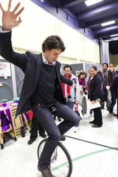 """""""Justin Trudeau Is King — lunicycliste: Le premier ministre du Canada. Monocycle, Justin James, Premier Ministre, Moving To Canada, Justin Trudeau, Perfect Boy, Famous Men, Fine Men, Celebs"""