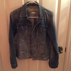 Madewell Denim Jacket Denim jacket in excellent condition, only worn a few times. Madewell Jackets & Coats Jean Jackets