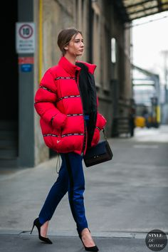 Winter is here, in this cold season, down jacket is the best choice.Winter is here, in this cold season, down jacket is the best choice. Street Style 2017, New York Street Style, Street Style Looks, Street Chic, Chanel Couture, Fashion For Women Over 40, Stripes Fashion, Milan Fashion Weeks, Fashion Outfits