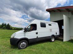 Diese Woche musste unser Abenteuermobil Bob wieder tapfer sein. Welche neuen Gadgets er bekommen hat und warum er dafür zeitweise wie ein schweizer Käse ausgesehen hat, kannst du hier nachlesen. Recreational Vehicles, Bob, New Gadgets, Swiss Cheese, Adventure, Camper Van, Bob Cuts, Bobs, Campers