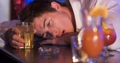 Za početak morate paziti na ritam ispijanja pića. Tu se čak i oni iskusniji znaju zaigrati i precijeniti svoje mogućnosti, pa primijenite stari recept - između svakog gutljaja pića popijte malo vode. ... - SAVJET ZA NOVOGODIŠNJI DERNEK: Naučite pametno piti | Slobodna Bosna