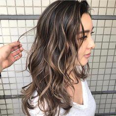 Brown Hair Balayage, Balayage Brunette, Medium Dark Hair, Hair Fixing, Dark Hair With Highlights, Stylish Hair, How To Make Hair, Hairstyles Haircuts, Hair Goals