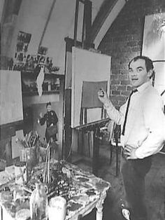 De Arnhemse kunstenaar Klaas Gubbels in zijn atelier