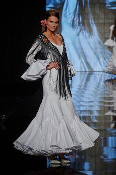 trajes-de-flamenca-blanco Game Of Thrones Characters, Kimono Top, Sari, Dresses, Women, Fashion, Templates, Maroon Suit, Pattern Drafting