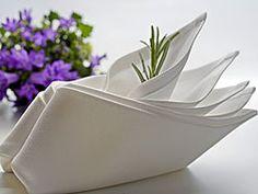Serviette falten - gefülltes Schiffchen
