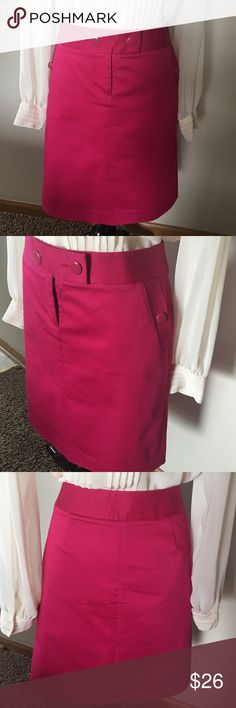 "J.CREW MAGENTA SKIRT NWOT Size 6 Fits good to size,two side pockets, 98%cotton 2% spandex.Length 21"" J. Crew Skirts"