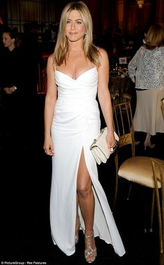How old is Jennifer Aniston? Her age isn't evident in photos of the actress, who looks forever young. Jennifer Aniston's movies and TV. Estilo Jennifer Aniston, Jennifer Aniston Style, Jennifer Aniston Wedding Dress, Jeniffer Aniston, Hot Blondes, Beautiful Celebrities, The Dress, Slit Dress, Bustier Dress