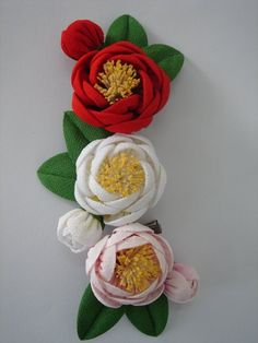 Cantik Faux Flowers, Diy Flowers, Fabric Flowers, Paper Flowers, Ribbon Art, Ribbon Crafts, Flower Crafts, Kanzashi Tutorial, Flower Tutorial