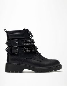 Bershka chain detail ankle boots!