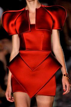 Why use curtains when you can use  table napkins dear Scarlet ?? kurkova:  Deep Red