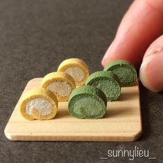 ・ ロールケーキを複製してみました。 クリームが多くなりがち(笑) さて、コレをどうするか… ・ ・ minne準備中です☺️ お時間のある方はぜひご覧下さい ・ ・ #ミニチュア #ミニチュアフード #ハンドメイド #粘土 #樹脂粘土 #ケーキ #ロールケーキ #抹茶 #miniature #miniaturefood #mini #handmade #clay #cake