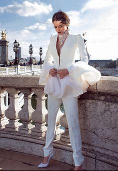 Sylwia Romaniuk Fashion Designer Ootd white blazer Elegant Parisian lady