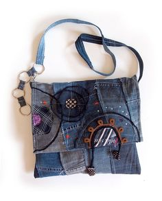 Center of the World purse -   100% upcycled denim handbag with interior pocket and snap closure. Dimensions approximately 31 x 26 cm. The length of the handle is adjustable from 100 to 112 cm.  45.00 €