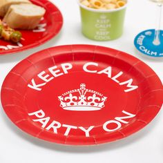Platos desechables para una fiesta Keep Calm, de www.fiestafacil.com - €3,25 para 8 / Disposable plates for a Keep Calm party, from www.fiestafacil.com