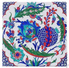 Iznik Tile yurdan.com                                                                                                                                                                                 More Turkish Art, Turkish Tiles, Turkish Kilim Rugs, Turkish Design, Vintage Tile, Tile Art, Ceramic Painting, Oriental, Islamic Art