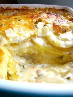 Cheesy Scalloped Potatoes: tender potato slices smothered in a creamy garlic cheese sauce