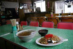 昭和すぎる大衆食堂のチャーハンはやっぱり懐かしい味がした / 北海道の甘太郎食堂 Shanghai Noodles, Small Luxury Cars, Vintage Architecture, Urban Photography, House Rooms, Vintage Antiques, Main Dishes, Japanese, Dining