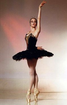 "Gillian Murphy (Odile) with American Ballet Theatre in ""Swan Lake"". She is, like, the queen of black swan Ballerina Kunst, Ballerina Poses, Tutu Ballet, Ballet Art, Ballerina Dancing, Ballet Dancers, Ballerina Project, American Ballet Theatre, Ballet Theater"