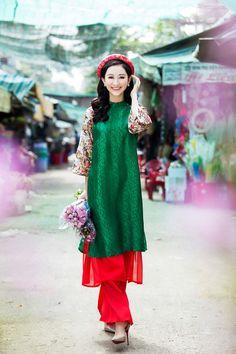 Á hậu Hà Thu diện áo dài lụa đi chợ hoa Tết hình ảnh 3