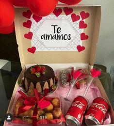 Valentine Gift Baskets, Valentines Gift Box, Valentine's Day Gift Baskets, Creative Gifts For Boyfriend, Cute Boyfriend Gifts, Diy Birthday Gifts For Friends, Birthday Gift For Him, Sweet Box, Candy Bouquet