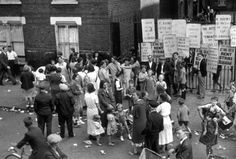 circa Some of the 240 families who declared a rent strike at Quinn Square buildings, Bethnal Green, protesting at over-charging. (Photo by Topical Press Agency/Getty Images) East End London, Old London, London Rent, Women In History, Family History, Pictures Of England, Bethnal Green, London History, Historical Pictures