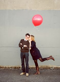 Minimal balloon couple photo shoot.