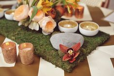 moss centerpiece base with white and gold votive dishes