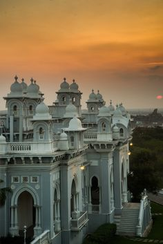 HappyShappy - India's Own Social Commerce Platform Hyderabad, Places Around The World, Around The Worlds, India Palace, India Architecture, Palace Hotel, South India, Interior Exterior, India Travel