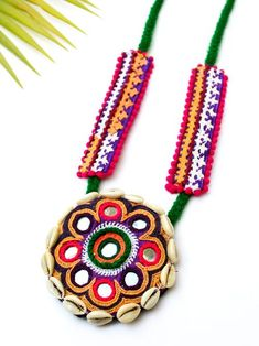 15 Ideas embroidery jewelry jewellery ideas for 2019 Thread Jewellery, Tassel Jewelry, Textile Jewelry, Embroidery Jewelry, Fabric Jewelry, Beaded Jewelry, Jewelery, Art Necklaces, Handmade Necklaces