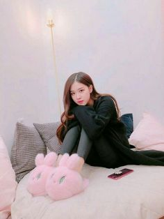 blackpink in your area Kpop Girl Groups, Korean Girl Groups, Kpop Girls, Kim Jennie, Yg Entertainment, Foto Rose, Forever Young, Blackpink Members, Bunny Slippers
