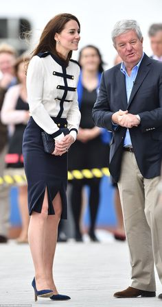 Kate Middleton, Duchess of Cambridge visits Ben Ainslie Racing in Portsmouth Princess Katherine, Royal Princess, Portsmouth, Royal Family Portrait, Princesa Kate Middleton, Queen Kate, Alexander Mcqueen Clothing, Kate Middleton Style, Kpop Fashion Outfits