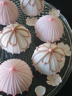 "Maki's Cakes....""Temari""-these are awesome to look at-never had one so not so sure they are yummy! No wonder I like them-the bakery artist is Japanese!"