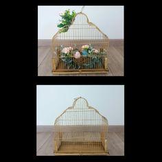 """Gaiola antiga...virou acessório decorativo...com algumas folhas, musgos, flores e um casal de pássaros em louça tudo se transformou...porque pássaro de verdade deve ser livre. """"Nada se desfaz tudo se transforma"""""""