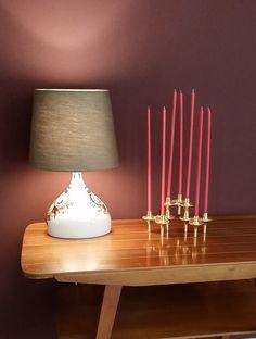 WARM + COSY. Die Farben Kastanie, Amethyst und Amarena sind eingezogen. Schwarz ist geblieben. Holz in hell + dunkel passen perfekt. Euch gefällt was wir machen? Ob ein Raum, eine Wohnung oder ein ganzes Haus, Büro oder Projekt - gerne beraten wir Euch! Sprecht uns im Laden oder per Email an.  #kastanienbraun #Farbtrend 2017 #Interior #amethyst #amarena #vintage Furniture # Interiordesign # Beratung #Styling #Leuchtbuchstaben #Buchstaben #Scherenlampe #Midcentury Design