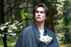 Neko Samurai ~Samurai ♥ Cat~ Japanese Cinema , Actor: Kazuki Kitamura 猫侍,北村一輝 I have no Idea why this man has a cat tucked in his clothing, but I love absolutely everything about these pictures. Samurai, Neko, Character Inspiration, Character Design, Japanese Drama, Japanese Face, Portraits, Cat People, I Love Cats