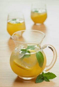 Evde kolayca hazırlanabilecek naneli limonata tarifi arıyorsanız bir de bunu deneyin.