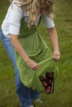 Harvest Apron - I can so make one of these!  and the neighbors will be happy I'm not showing off my girls anymore when the weight of my harvest pulls my shirt down.