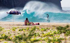 Surf na praia Cacimba do Padre, em Fernando de Noronha, Pernambuco