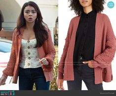 Haley's pink bobble cardigan and floral top on Modern Family Floral Cardigan Outfit, How To Wear Cardigan, Cardigan Outfits, Sweater Cardigan, Modern Family Sarah Hyland, Fashion Tv, Fashion Outfits, Family Outfits, Movie Outfits